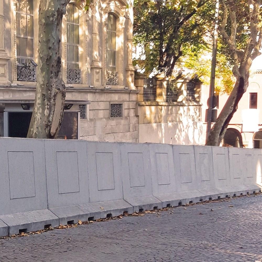 Highway Barrier & Concrete Guardrail