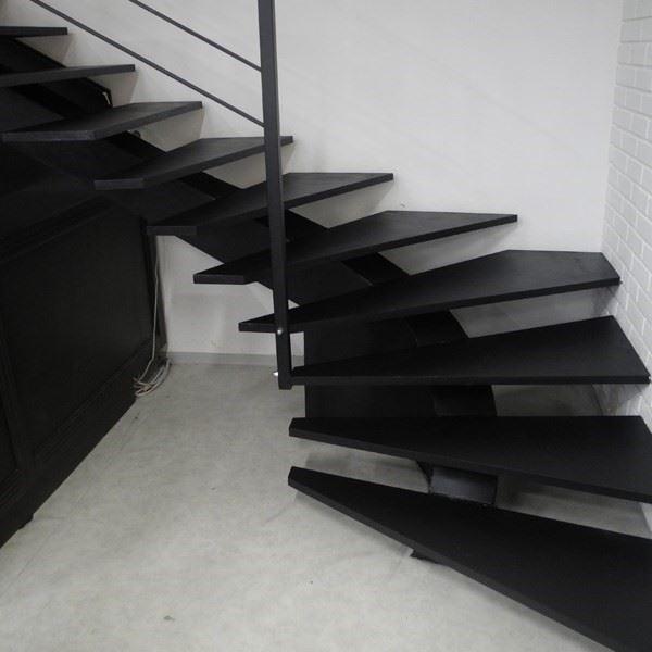 Metal Omurgalı Merdiven