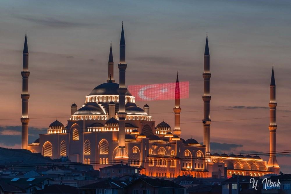 Büyük Çamlıca Camii ve Külliyesi