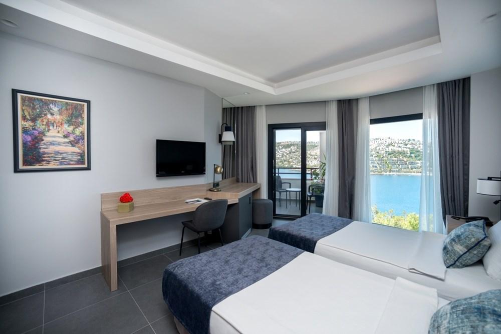 Green Beach Resort Hotel